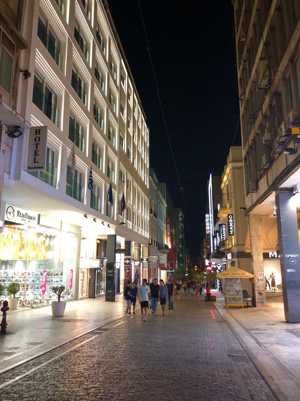 مرکز خرید برند های معروف جهان -syntagma,squere